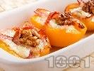 Рецепта Бързо предястие с праскови, бекон, синьо сирене, мед и орехи